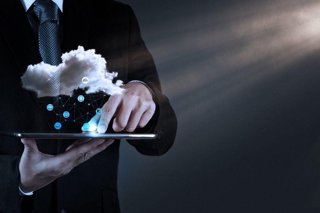 Business man using cloud tech